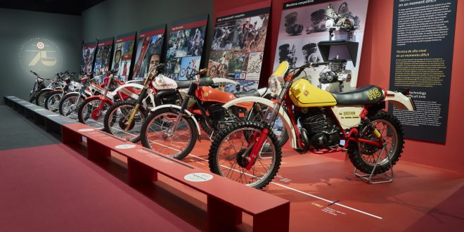 Exposición de motos Montesa en el Palau Robert en Barcelona.