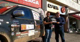 Salvador Rubén, Campeón de España de Rallyes Todo Terreno en Regularidad, y Manuel Cámara, Jefe de Ventas de DFSK Málaga.