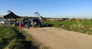 El equipo Team Salru se prepara para tomar la salida en la segunda etapa de la Baja Dehesa Extremadura.