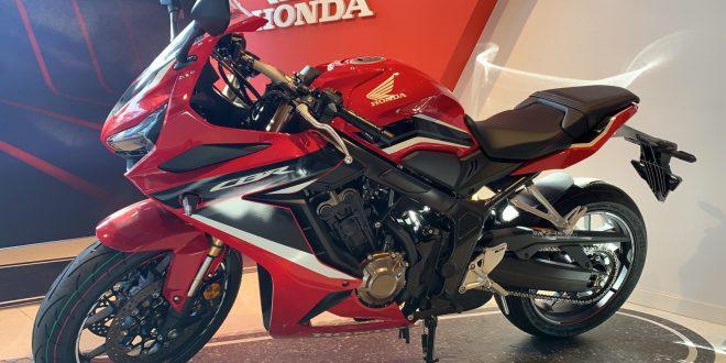 La Honda CBR650R 2021 ya se encuentra en Servihonda Marbella.