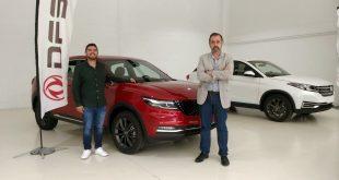 El piloto Salvador Rubén Serrano visita las nuevas instalaciones de DFSK Málaga y presenta sus planes automovilísticos para la temporada 2021